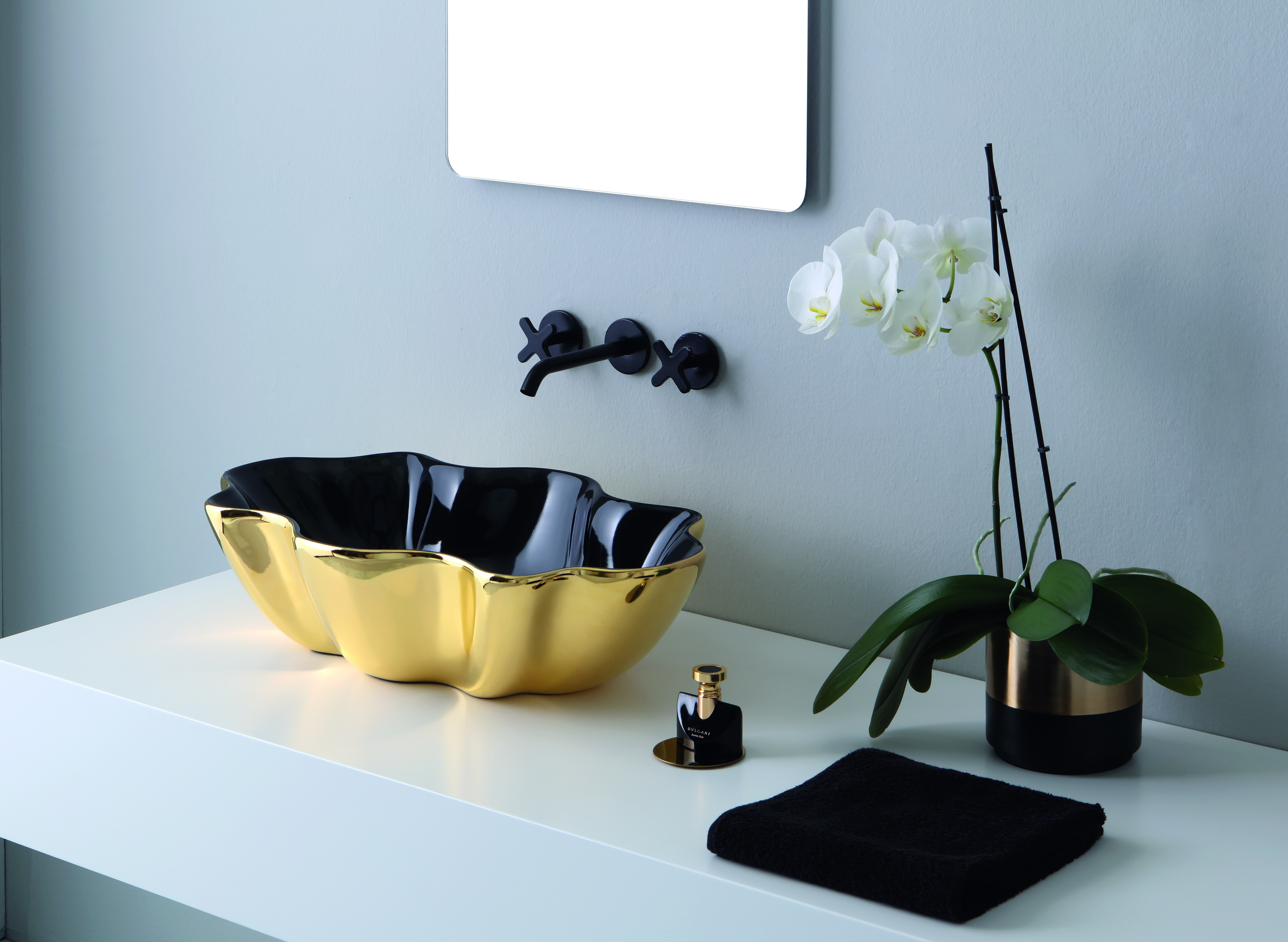 seastar-washbasin-black-and-gold