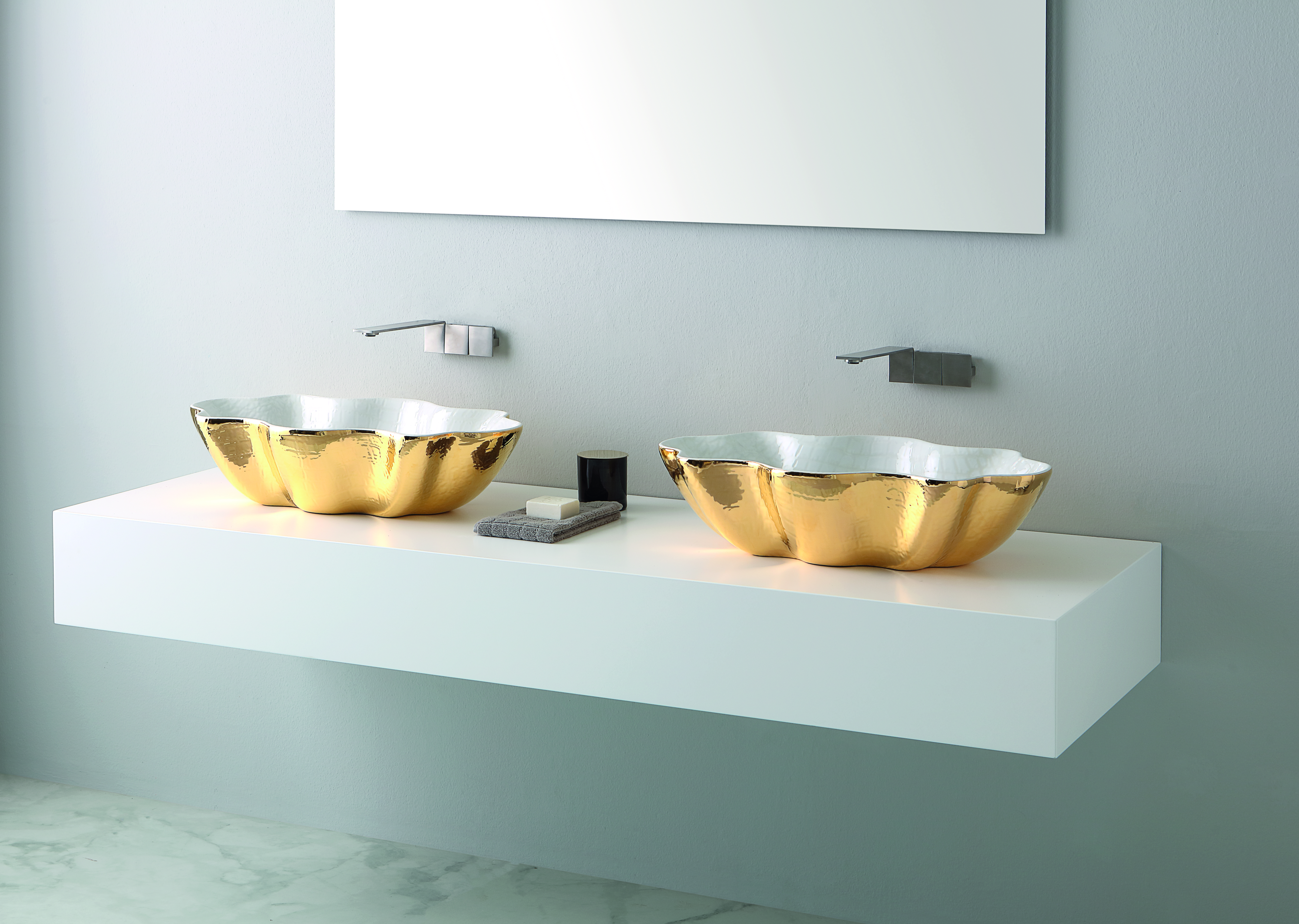 seastar-washbasin-extraluxury-white-and-gold